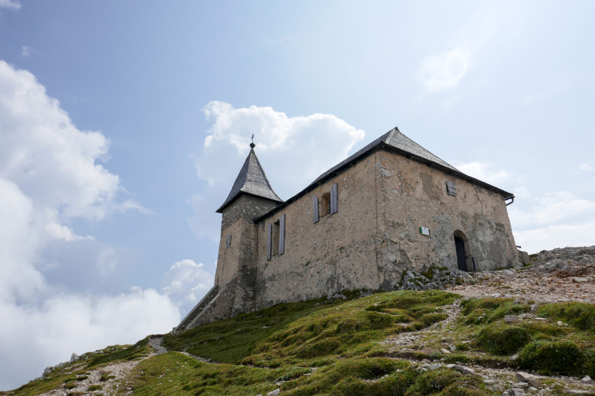 The Dobratsch is a mountain in the most southern province of Austria and 2166 meter high. He is immediately west of the town Villach