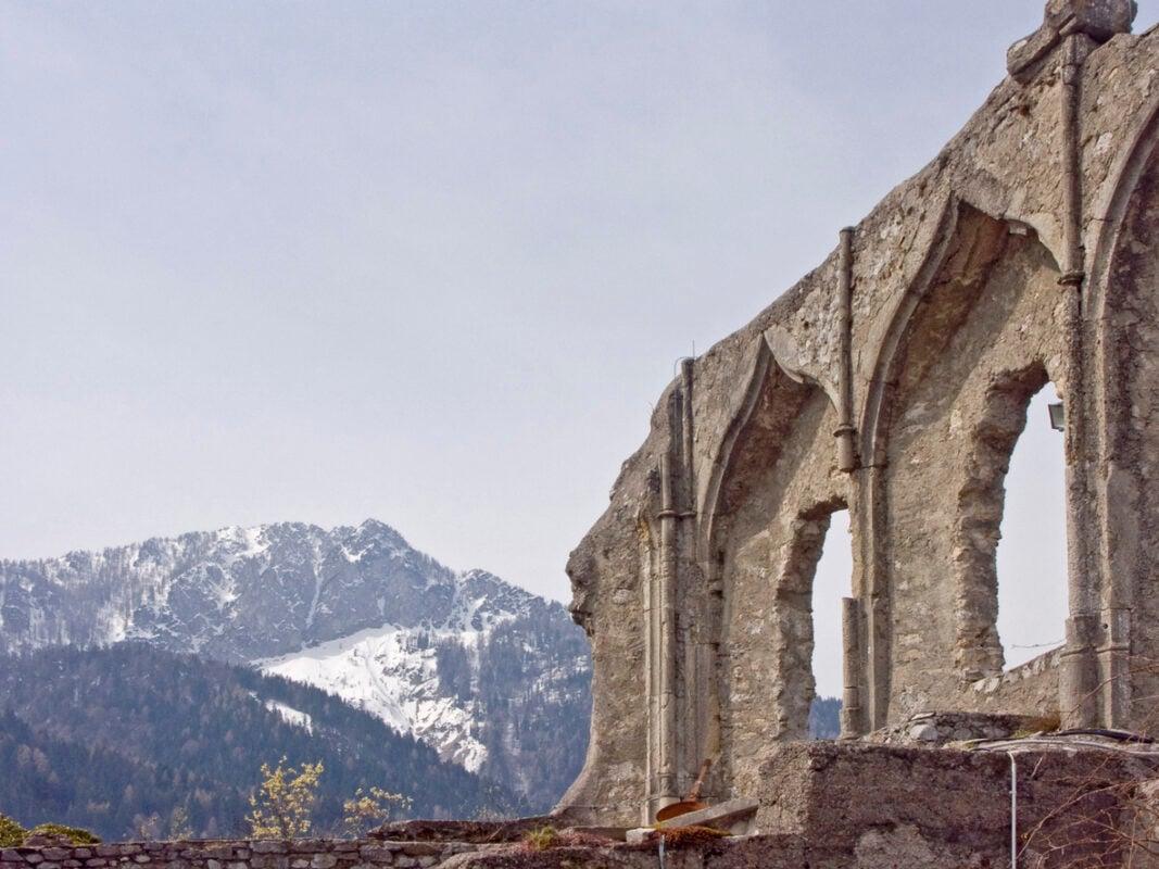 The castle ruin Finkenstein is a ruined castle on a ridge near Lake Faak in Carinthia