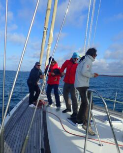 Sailors and skiers sailing to Svalbard